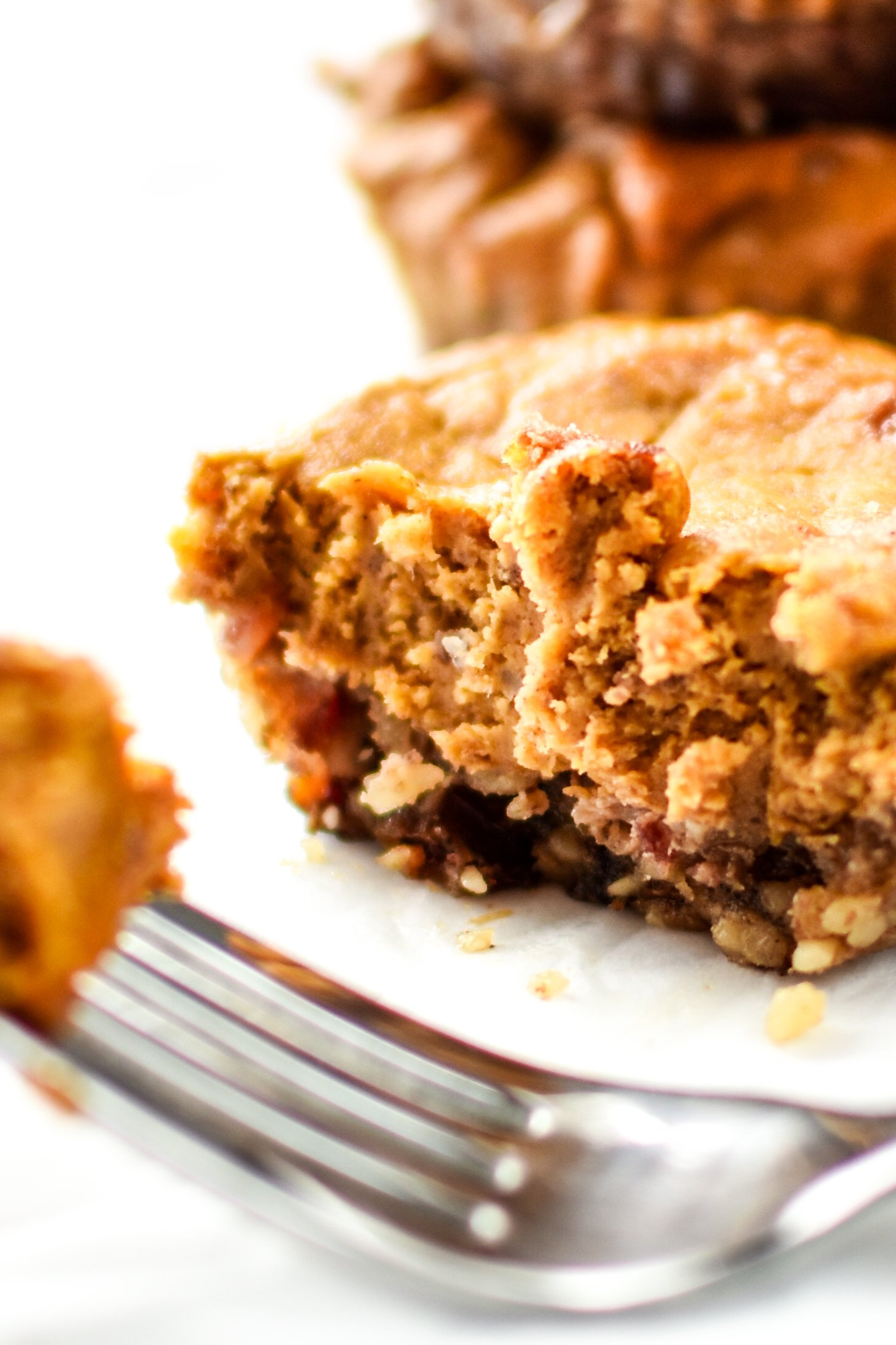Fruit-Sweetened Mini Pumpkin Pies - Super adorable, creamy and delicious, not to mention both the crust and filling have no sugar added! Try this classic dessert in an easy to hold, pop-in-your-mouth version! - ProjectMealPlan.com